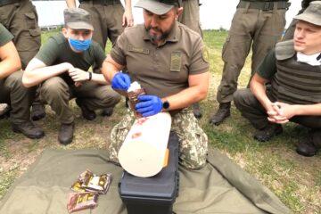 Z-складені бинти з гомеостатичним наповнювачем компанії АВ-ФАРМА допомагають військовим інструкторам